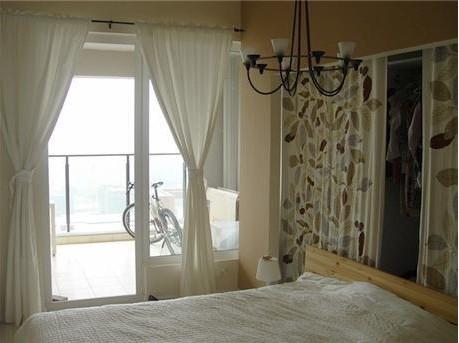 卧室阳台隔断门柜造型设计