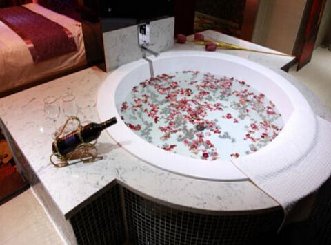 圆形冲浪浴缸尺寸是多少