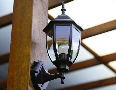 户外壁灯安装高度一般是多高