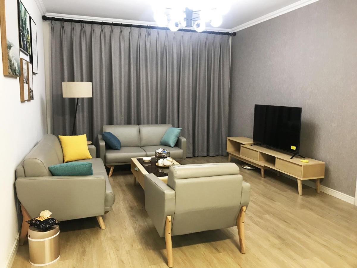 现代简约原木色客厅三件套图片