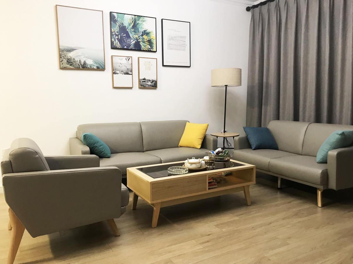 现代简约原木色沙发茶几图片