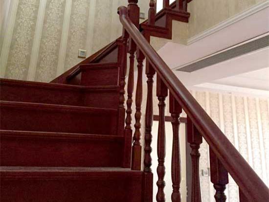 家庭楼梯扶手选择?安全美观是关键
